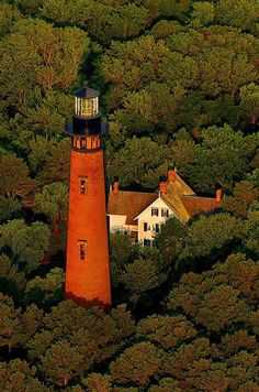 This red brick lighthouse -at 162 feet tall- towers above the northern Outer Banks landscape in the historic Corolla Village. Erected in it houses a winding staircase, 214 steps in all, to the top of the lighthouse Winding Staircase, Lighthouse Pictures, North Carolina Homes, Carolina Usa, Beacon Of Light, Le Moulin, The Places Youll Go, Architecture Design, Beautiful Places