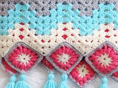 Try this free crochet blanket pattern that is a modern take on the traditional granny square afghans. The granny ripple or chevron stitch is easy, quick and perfect for beginners. You can make this beautiful pattern to match your décor or for your baby. Crochet Granny Square Afghan, Easy Crochet Blanket, Afghan Crochet Patterns, Afghan Blanket, Crochet Afghans, Crochet Blankets, Crochet Gratis, Free Crochet, Quick Crochet