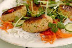 Ukemeny for uke 12 Salmon Burgers, Baked Potato, Turkey, Food And Drink, Potatoes, Meat, Chicken, Baking, Ethnic Recipes
