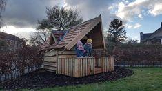 Koken, eten, slapen, de #kids kunnen alles in dit eigen mooie houten #speelhuis