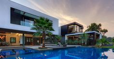 This Home Was Designed To Wrap Around The Swimming Pool | CONTEMPORIST » Architecture | Bloglovin'