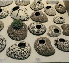 Idea Of Making Plant Pots At Home // Flower Pots From Cement Marbles // Home Decoration Ideas – Top Soop Ceramic Planters, Ceramic Vase, Ceramic Pottery, Rock Planters, Cerámica Ideas, Sculptures Céramiques, Concrete Cement, Hand Built Pottery, Cement Crafts