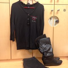 2016-01-22. Black Ponca City v-neck sweater with Ruffles lapel. Black skinny jeans. Black leather boots.