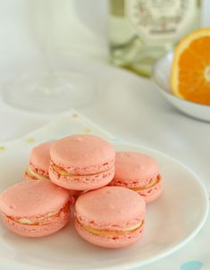 These mimosa macarons are perfect for Mother's Day! All the orange and champagne flavor of a mimosa, that favorite brunch cocktail, in the form of a French macaron! Tea Cakes, Cupcake Cakes, Cupcakes, Just Desserts, Delicious Desserts, Cookie Recipes, Dessert Recipes, Macaron Flavors, Macaroon Cookies