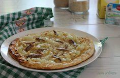 """Oggi c'è una vera sfiziosità per chi segue la dieta Dukan dei 7 giorni: pizza Dukan con cipolle e acciughe. Ho preso questa ricetta dal libro """"le ricette..."""