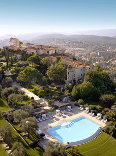 Château Saint-Martin & Spa. Restaurant of a Grand Chef Relais & Châteaux and hotel in the country. 2490 Avenue des Templiers, B.P. 102, 06142 Vence Cedex (Alpes-Maritimes) - France. #relaischateaux #vence #france