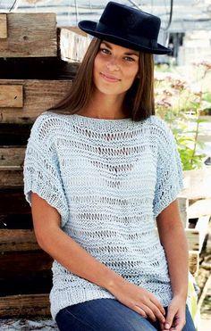 Så er det ferietid, og det betyder nemt, let og afslappet tøj. Få her opskriften på en skøn sommertop, som du kan strikke, mens du er på farten. Knitting Stitches, Hand Knitting, Knitting Patterns, Crochet Patterns, Knitting Projects, Crochet Clothes, Diy Clothes, Big Knit Blanket, Stitch Shirt