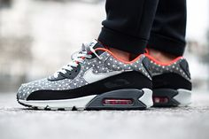 Part of the Polka Dot Nike pack that dropped earlier in the week, this Air Max 90 is the stand out from the series that also features another Air Max and an Internationalist. The grey …