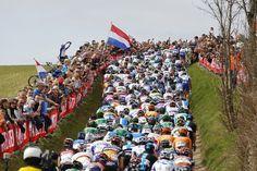 Photos of the Day: April 15 - WSJ.com