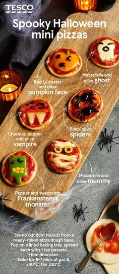 10 gruselige pikante Halloween-Leckereien Get the kids involved in decorating their own scarily good Halloween pizzas – with cheesy mummies, olive spiders and melting mozzarella ghosts for delicious mini Halloween treats. Halloween Pizza, Plat Halloween, Halloween Appetizers, Healthy Halloween, Halloween Desserts, Halloween Food For Party, Spooky Halloween, Party Appetizers, Halloween Night