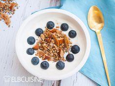 Köstliches gesundes Rezept um in denTag zu starten: Granola oder Knuspermüsli, mit Buchweizen, Mandeln, Zimt & Kokos – das perfekte Frühstück. Bon Appetit, Cereal, Oatmeal, Breakfast, Food, Almonds, Cinnamon, Perfect Breakfast, Buckwheat