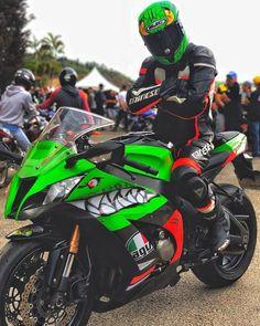 Kawasaki Motorcycles, Cars And Motorcycles, Ducati, Honda, Kawasaki Zx10r, Zx 10r, Motorcycle Photography, Biker Clubs, Sportbikes
