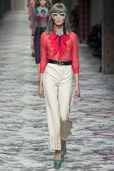 I pantaloni più glamour delle collezioni primavera-estate 2016che stanno bene a tutte le donne.  Una selezione dei pantaloni