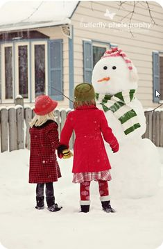 This snowman photo shoot is the absolute cutest! Lots of Christmas Card ideas!  Some of these would be perfect just framed or printed on canvas for the house.