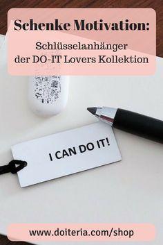 Du möchtest jemanden ein wenig Motivation schenken? Oder dich selbst motivieren? dann schenke einen Schlüsselanhänger der DO-IT Lovers Kollektion. Der erinnert dich immer daran, dass du es schaffen kannst. #motivation #geschenksidee #schlüsselanhänger Shops, I Can Do It, Motivation, Lovers, Canning, Inspiration, Shopping, Blog, Accessories