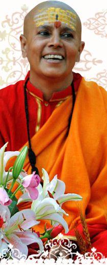 Swami Satsangi: lærisveinn Satyananda og einn helsti stjórnandi Ashramsins og barnaskólans í Rikhia.
