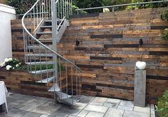 Mooie schutting Garden Pool, Garden Plants, Recycled House, Wood Wall, Exterior Design, Home And Garden, Backyard, Outdoor Decor, Home Decor