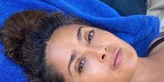 Salma Hayek no makeup Shampoo For Gray Hair, Violet Shampoo, Best Silver Hair Dye, Shimmer Lights Shampoo, Makeup For Older Women, Bright Blonde, Hair Starting, Color Your Hair, Glowy Skin