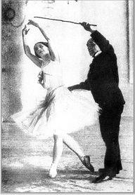 Enrico Cecchetti teaching Anna Pavlova in Paris, circa 1900.