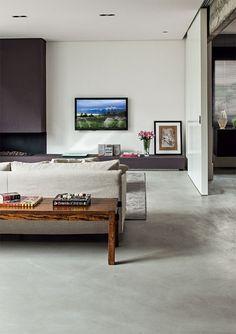 Home Improvement Information Interior Decorating, Interior Design, Black Furniture, Modern Spaces, Large Homes, Minimalist Decor, Concrete Floors, Decoration, Living Room Decor