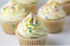Cupcakes de vainilla y chispas de colores