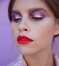 Le combo paillettes et rouge à lèvres pour celles qui osent !