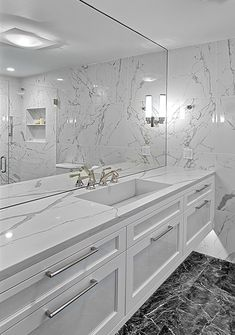 Remodel countertops Modern White Vanity Floating white vanity has Quartz countertop with integrated sink and under lighting. Floating Bathroom Vanities, White Vanity Bathroom, Small Bathroom, Luxury Bathroom Vanities, Restroom Design, Modern Bathroom Design, Bathroom Interior Design, Bath Design, Quartz Bathroom Countertops