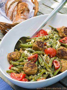 Bohnensalat mit Feta und Hackbällchen