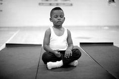 Los sorprendentes resultados que logran las escuelas donde se enseña a meditar a los niños, en vez de castigarlos.