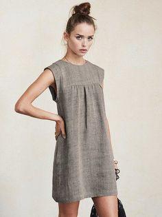 Серое льняное короткое платье