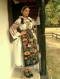 Traditional Costumes from Central Banat-sub ethnographic Deta and Ciacova, Romania Folk Clothing, Historical Clothing, Popular Costumes, Costumes Around The World, Folk Costume, Ethnic Fashion, Traditional Dresses, Europe, Beautiful