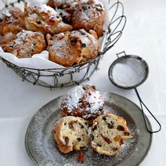 Recipe - oliebollen - Dutch treat that is eaten on NYE