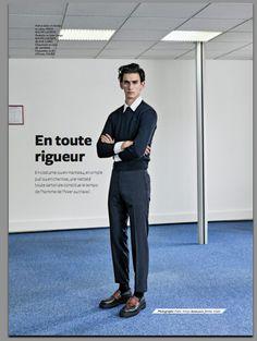 """""""En toute rigueur"""" Pull en laine et chemise en coton, POLO RALPH LAUREN. Pantalon en laine vierge, RALPH LAUREN BLACK LABEL. Chaussures en cuir, JIL SANDER. Chaussettes en fil d'Écosse, FALKE. Photographe : Pablo Arroyo / Réalisation : Jérôme Andre / Grooming : Terry Saxon / Mannequin : Thibaud Charon @ 16MEN / Assistant : styliste Loyc Falque / Opérateur numérique : Guillaume Vasseur @ Visio / Assistants photo : Remi Desclaux et Laurent Chouard"""
