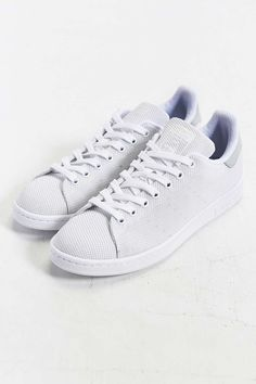 watch 22aab 9a2a4 adidas Originals Stan Smith Weave Sneaker - Urban Outfitters Zapatos  Deportivos, Vestir Bien, Ropa