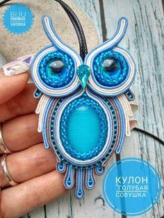 Ribbon Jewelry, Jewelry Crafts, Jewelry Art, Brooches Handmade, Handmade Felt, Embroidery Motifs, Beaded Embroidery, Soutache Necklace, Beaded Jewelry Patterns