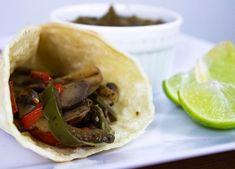 ¡Tribu! Esto parece una serie de recetas veggies 🙊🤷🏻♀️ Esta semana les traemos unos tacos de hongos -si no les gustan los hongos lo… Tacos, Mexican, Ethnic Recipes, Food, Fungi, Recipes, Meal, Eten, Meals