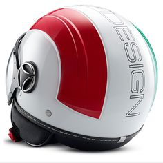 El AVIO está inspirado en la aeronáutica, es el primer casco de MOMODESIGN hecho totalmente de una mezcla única de materiales que garantiza los mayores estándares de seguridad y la vez es extremadamente ligero. Un modelo con un estilo dinámico y agresivo enfatizado por el exclusivo diseño de la coraza.