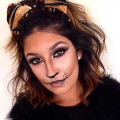 Are you looking for inspiration for your Halloween make-up? Browse around this site for creepy Halloween makeup looks. Visage Halloween, Maquillage Halloween Simple, Creepy Halloween Makeup, Tiger Halloween, Halloween Makeup Looks, Cute Halloween, Costume Halloween, Cat Costume Makeup, Black Cat Makeup