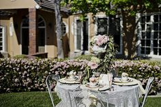 love the teapot over-flowing with blooms