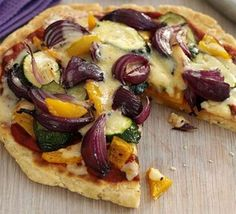 Frying pan pizza, Not good for you? Think again, this easy to make pizza is low fat and full of calcium - www. Bbc Good Food Recipes, Yummy Food, Pizza Recipes, Meatless Recipes, Healthy Recipes, Frying Pan Pizza, Pasta Sauce With Fresh Tomatoes, Stovetop Pizza, Homemade Tomato Sauce