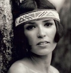 Actress and activist, Sacheen Littlefeather - Classic Ladies of Color Native American Girls, Native American Beauty, American Art, American History, Sacheen Littlefeather, Westerns, Beautiful People, Beautiful Women, Marlon Brando