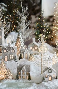 love the white Christmas village White Christmas, Elegant Christmas Decor, Noel Christmas, Country Christmas, Beautiful Christmas, Vintage Christmas, Christmas Crafts, Simple Christmas, Outdoor Christmas
