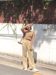 : Check out these winter korean fashion 5818 Korean Fashion Trends, Korean Street Fashion, Korea Fashion, Asian Fashion, Ulzzang Fashion, Hijab Fashion, Fashion Outfits, Cute Fashion, Look Fashion