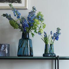 Designer vaser i skønne farver og former Centerpieces, Inspiration, Glass Vase, Glass, Flower Designs, Home Decor, Vase, Prop Stylist, Green Flowers