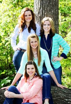 #Family pose #sister pose #family photography #cute poses #girl poses #daughter poses.