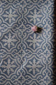 Lakshmi Large ~ Gustavian Blue Blotch on Chunky Cream Linen