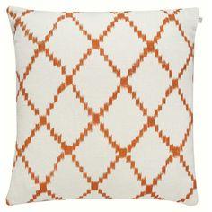 Ikat Kerela kuddfodral M, vit/orange i gruppen Textil / Plädar & Prydnadskuddar / Prydnadskuddar hos RUM21.se (131586)