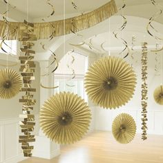 Make a big statement with this fun and festive Gold Hanging Decorating Kit. This set gives you enough hanging paper fans, garlands and dangler to transform any room. Party Box, Gold Party, Hanging Paper Decorations, Table Decorations, Honeycomb Decorations, Golden Wedding Anniversary, Rainbow Paper, Ideas Geniales, Paper Fans