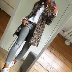 Leopard coat with grey jeans Timeless fa. Leopard coat with grey jeans Timeless fashion classic Fashion Mode, Look Fashion, Timeless Fashion, Winter Fashion, Womens Fashion, Dress Fashion, Classic Fashion Outfits, Fashion Clothes, Feminine Fashion