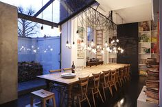 super long table, book cases and giant blackboard - everything that I love. This might just be my dream dining space!